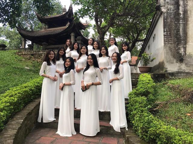 Giáo viên và học sinh học viện Maika trong cảnh quay MV tại Thành cổ Cổ Loa – Đông Anh – Hà Nội
